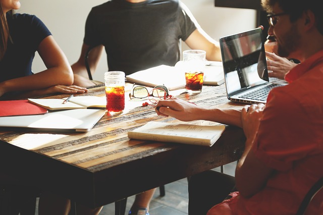 השמת עובדים – לבד או עם חברה מתמחה?